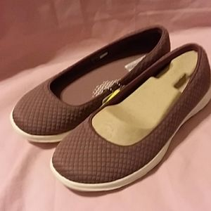 NIB SKECHERS ON-THE-GO MAUVE SLIP-ONS SIZE 7M